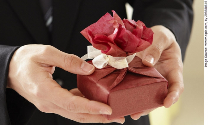 Gift giving etiquette when dating
